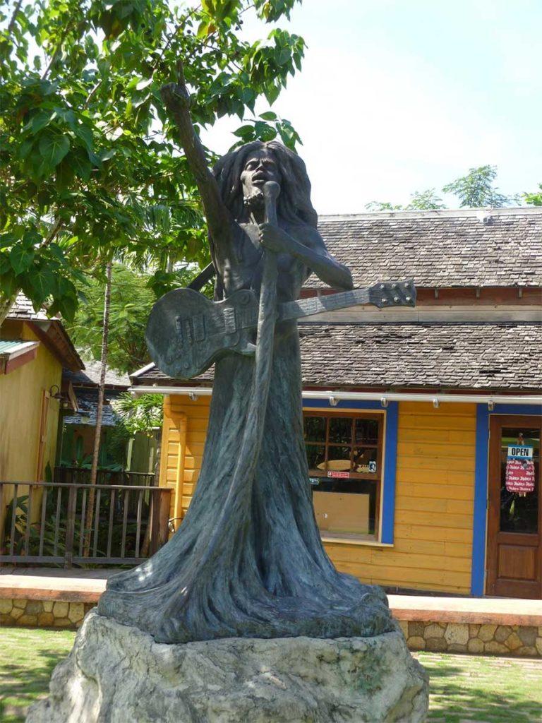 La statua di Bob Marley
