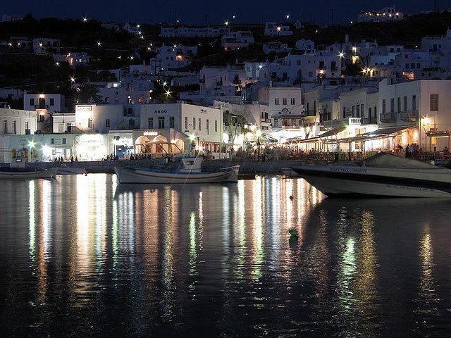 mykonos-by-night-2