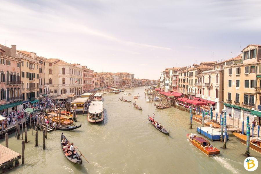 Traffico a Venezia: Vaporetti, Taxi e gondole a Venezia