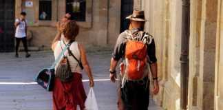 Pellegrini alal fine del Camino