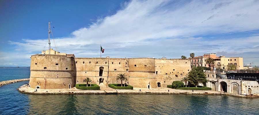 Castello Aragonese di Taranto, adesso trasformato in base della Marina Militare