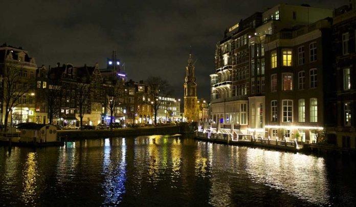 Amsterdam di sera